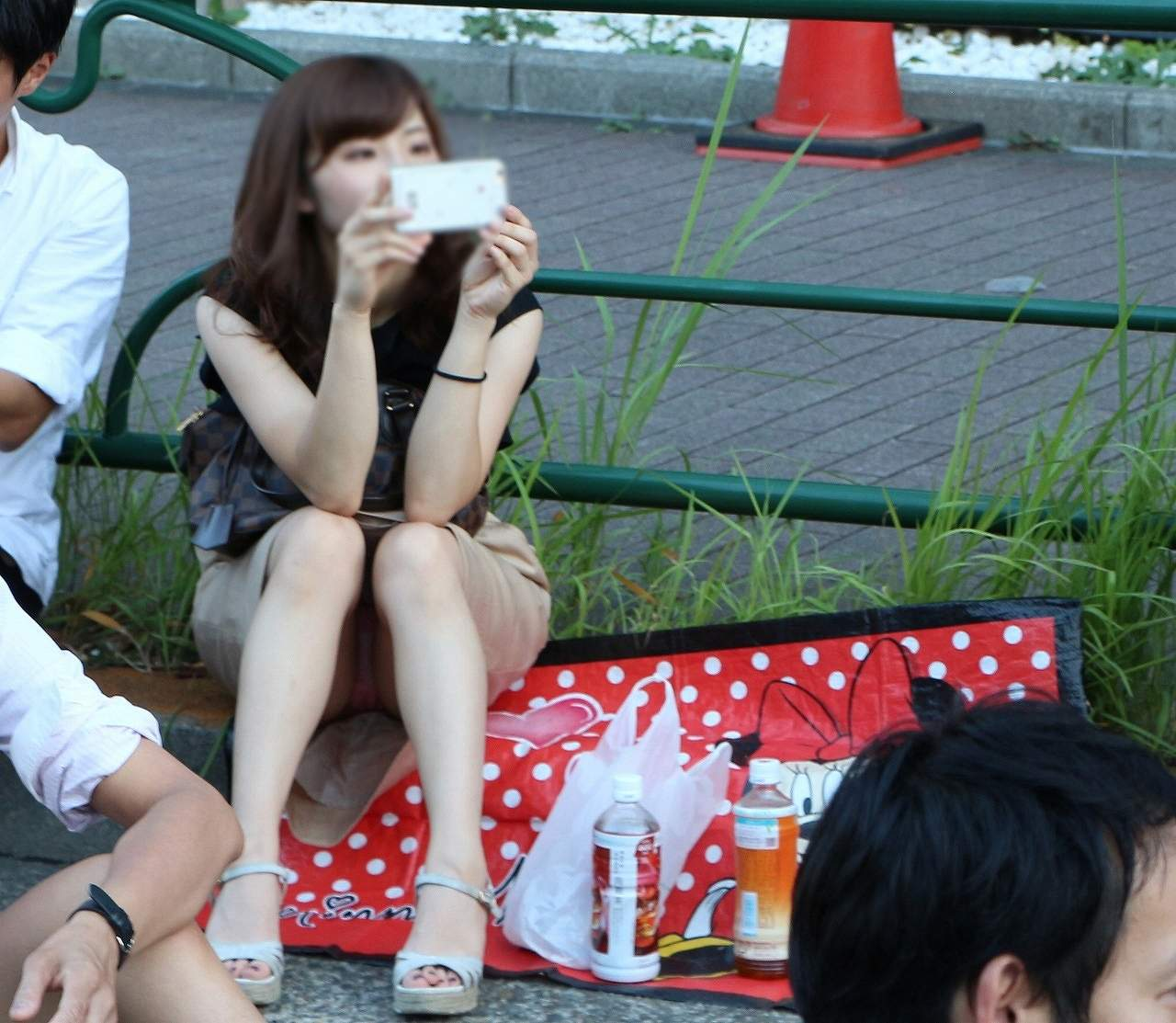 座りパンチラ_素人_盗撮_エロ画像_19
