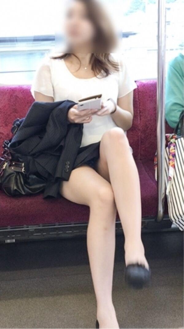 パンチラ_電車内_ミニスカート_盗撮_エロ画像_14