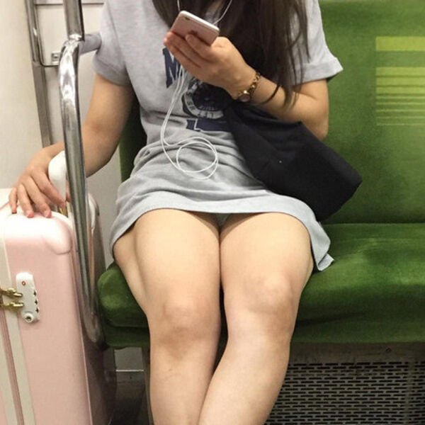 パンチラ_電車内_ミニスカート_盗撮_エロ画像_20