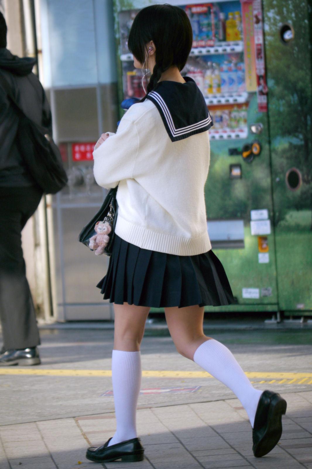 JK_生足_美脚_街中_エロ画像_05