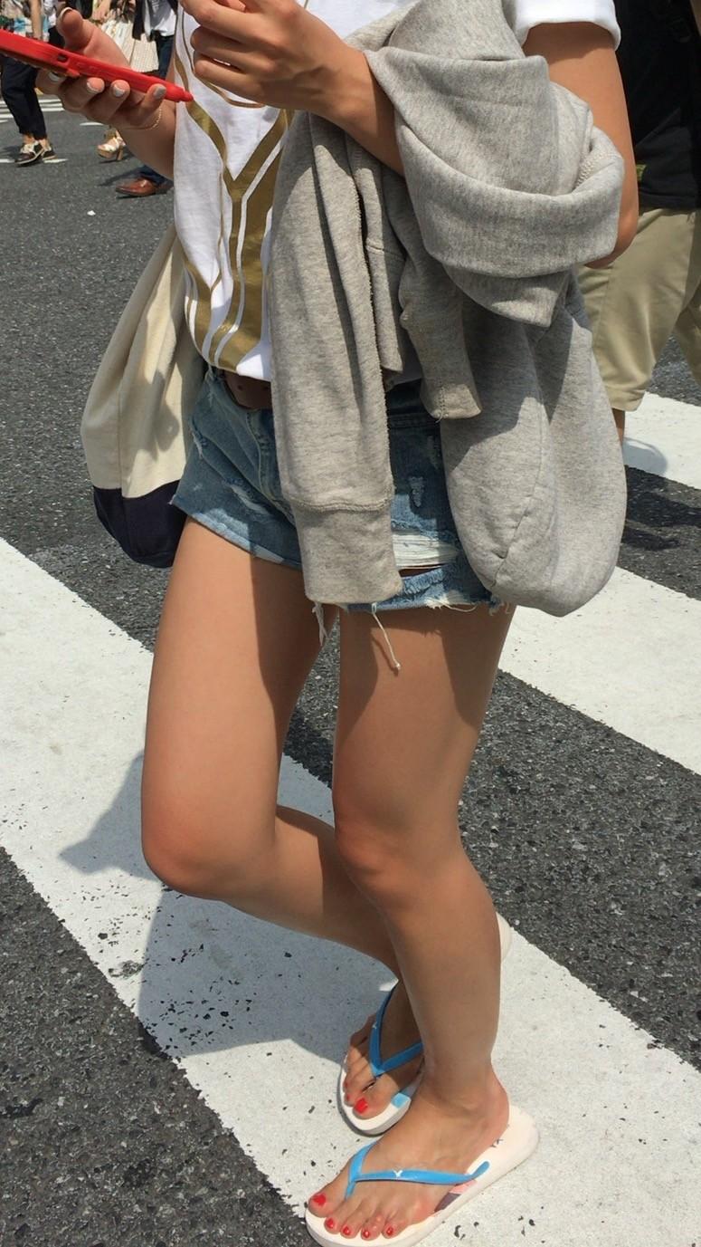 ホットパンツ_美脚_街撮り_エロ画像_01