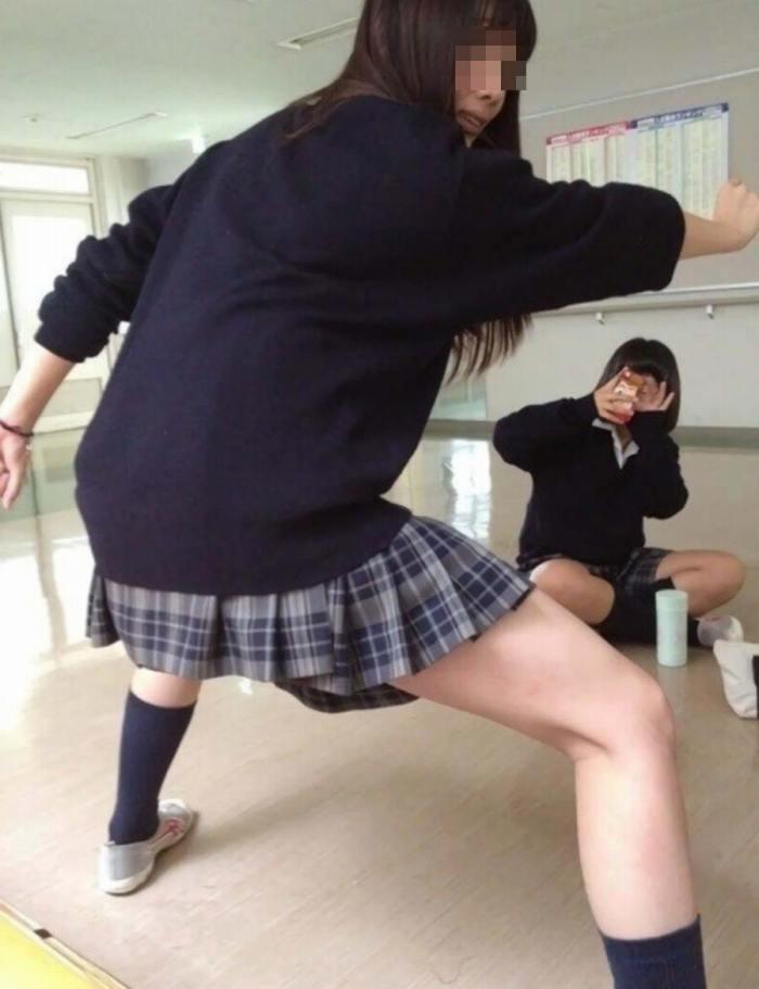 JK_おふざけ_教室_エッチ_エロ画像_10
