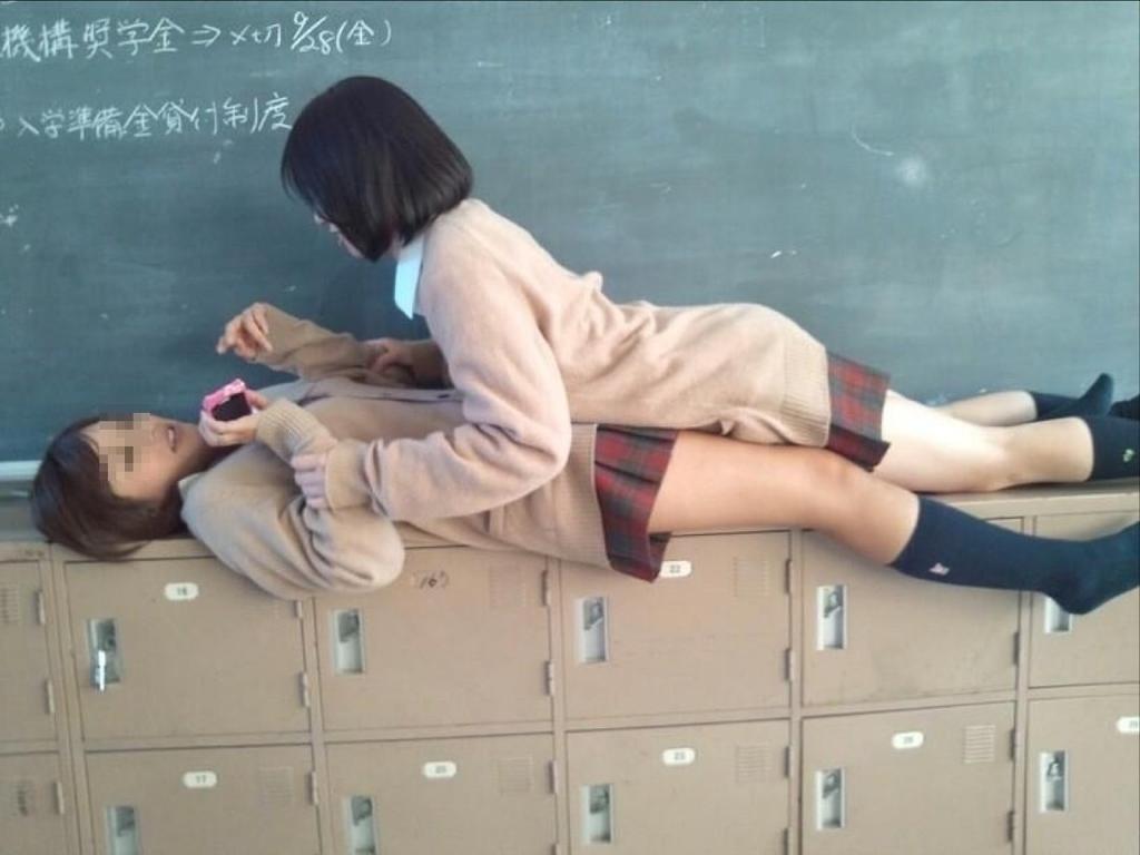 JK_おふざけ_教室_エッチ_エロ画像_20