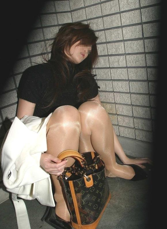 素人_泥酔_街中_お酒の失敗_エロ画像_15