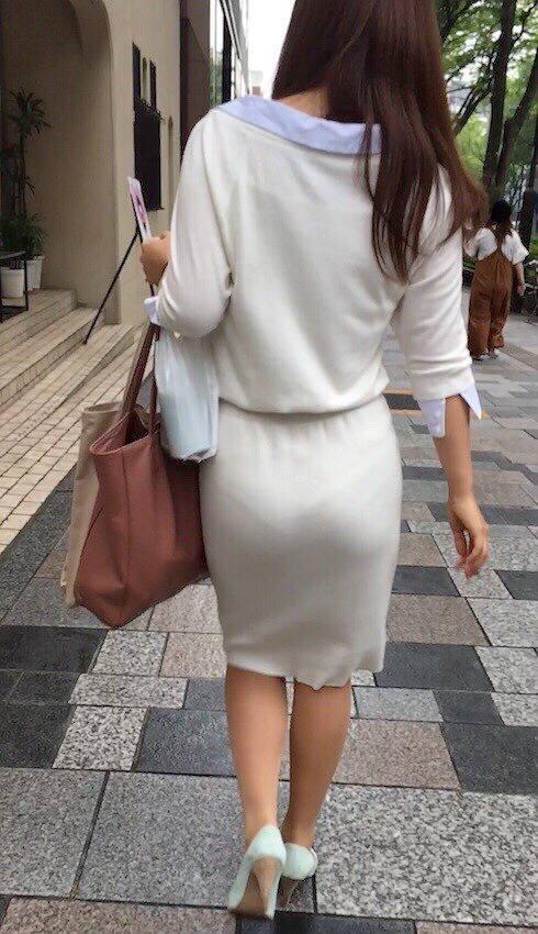 透けパン_下着ライン_街中_盗撮_エロ画像_14