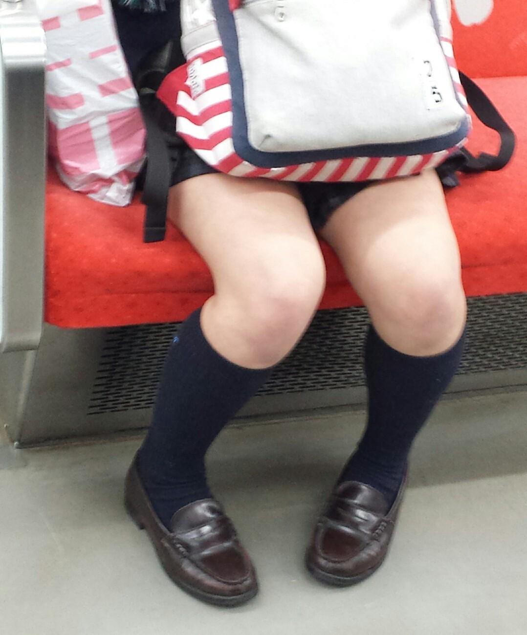 JK_美脚_電車内_盗撮_エロ画像_03