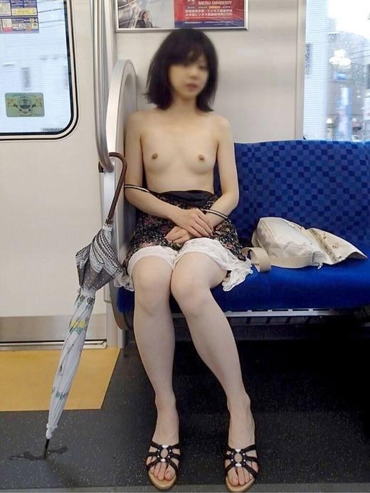 露出_電車内_変態女_過激_エロ画像_02