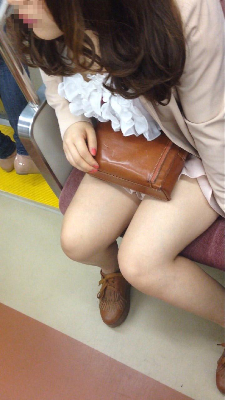 電車_美脚_素人_盗撮_エロ画像_13