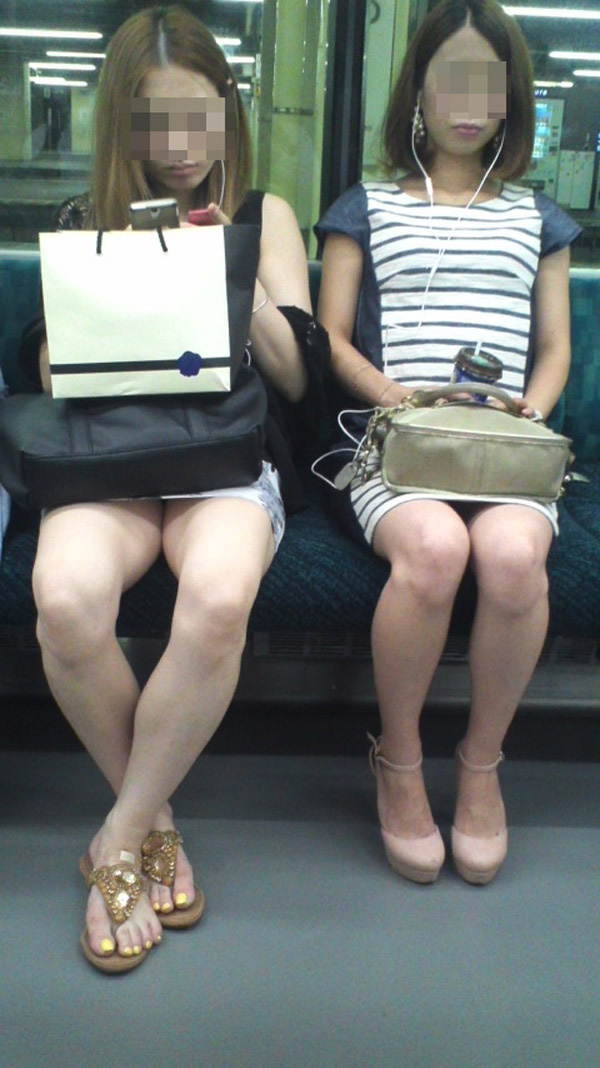 電車_美脚_素人_盗撮_エロ画像_19