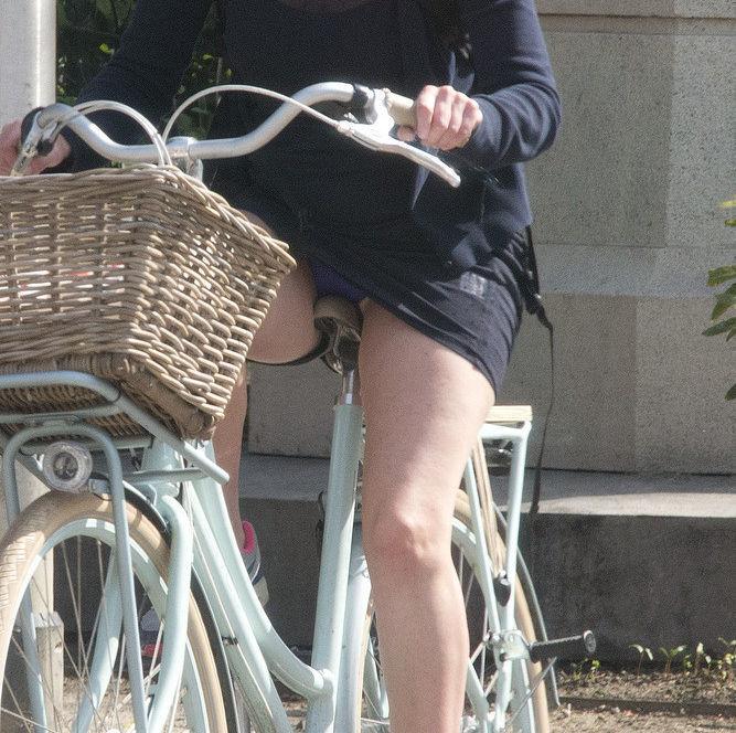 パンチラ_自転車_ミニスカ_盗撮_エロ画像_05