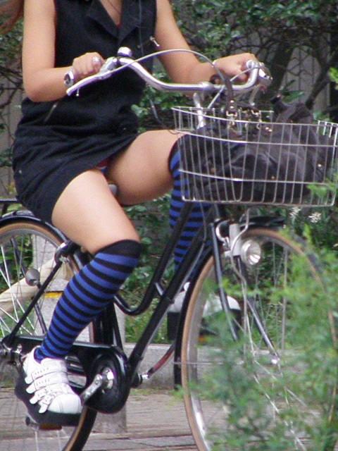 パンチラ_自転車_ミニスカ_盗撮_エロ画像_07