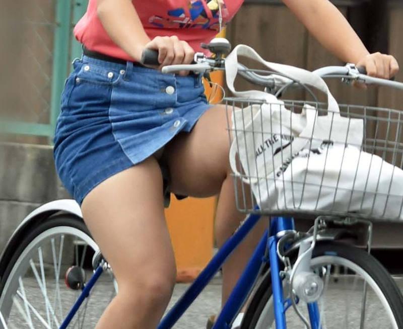 パンチラ_自転車_ミニスカ_盗撮_エロ画像_08