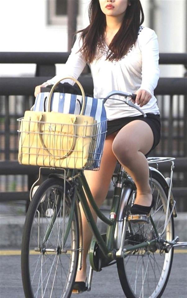 パンチラ_自転車_ミニスカ_盗撮_エロ画像_10