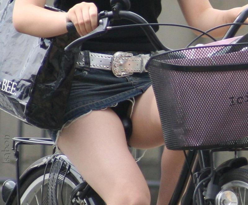 パンチラ_自転車_ミニスカ_盗撮_エロ画像_18