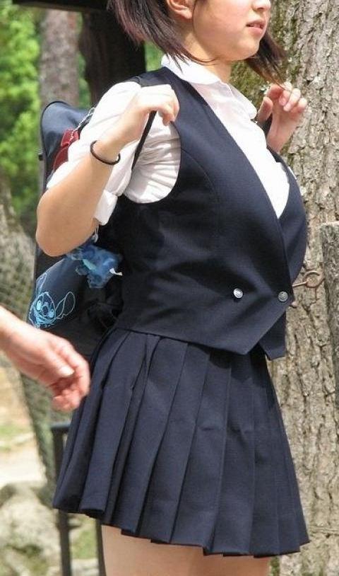 JK_着衣巨乳_おっぱい_制服_エロ画像_09
