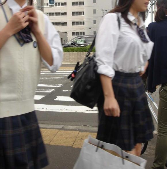 JK_着衣巨乳_おっぱい_制服_エロ画像_12