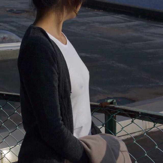 ノーブラ_乳首_素人熟女_エロ画像_09