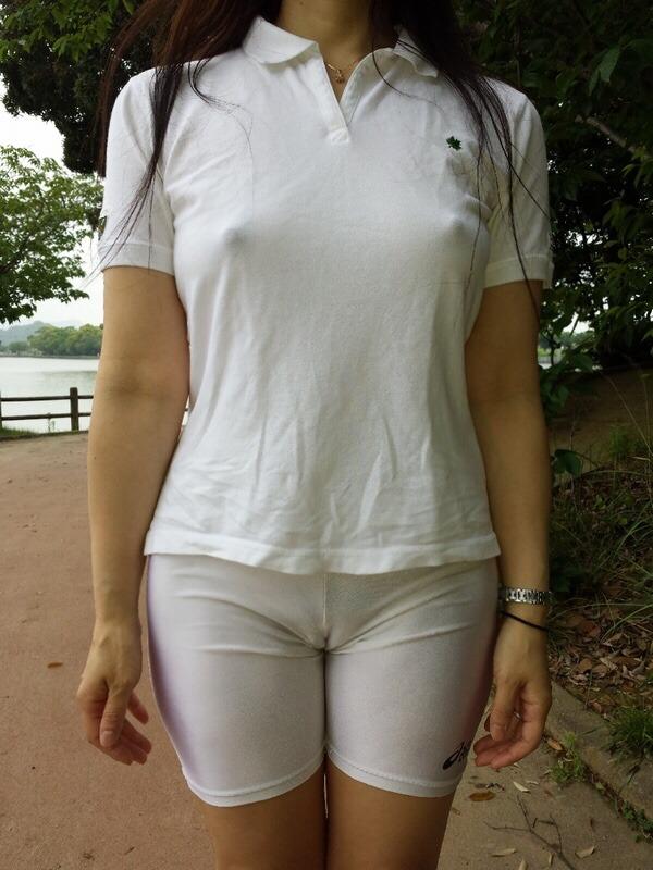 ノーブラ_乳首_素人熟女_エロ画像_10