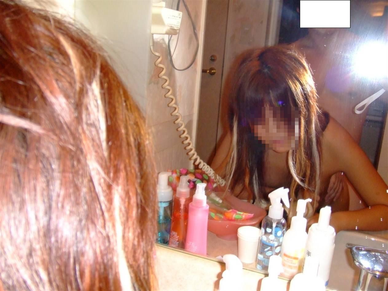 ハメ撮り_カップル_鏡の前_セックス_エロ画像_14