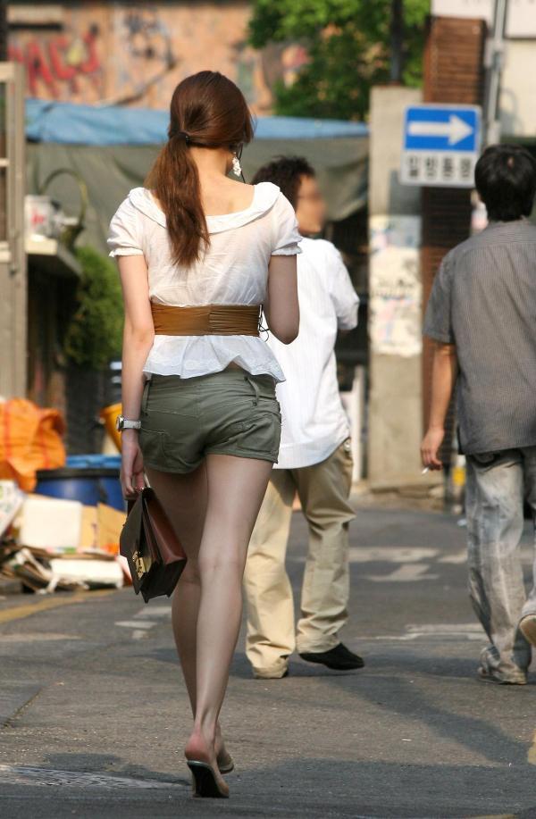 ホットパンツ_美脚_街中_セクシー_エロ画像_02
