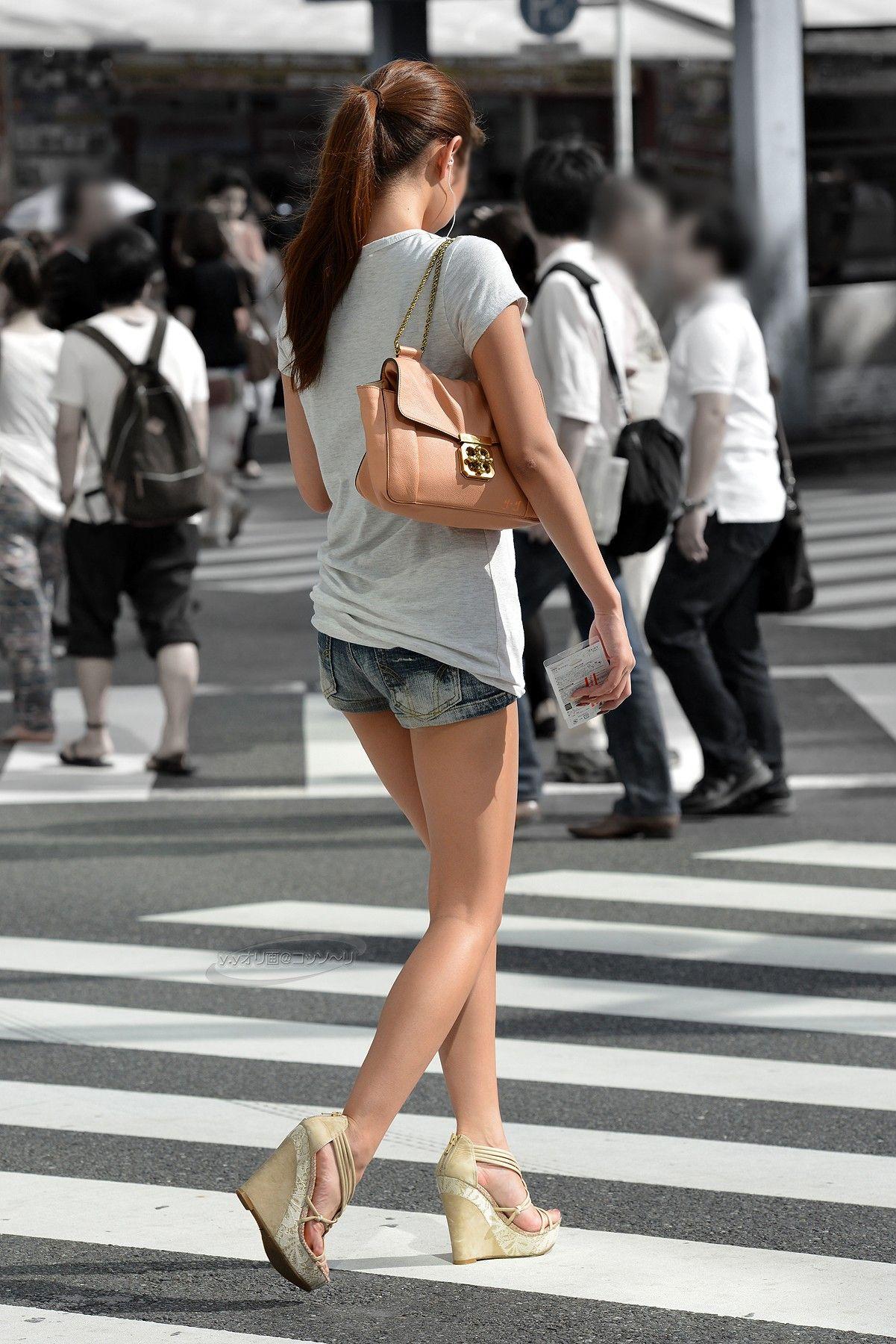 ホットパンツ_美脚_街中_セクシー_エロ画像_03