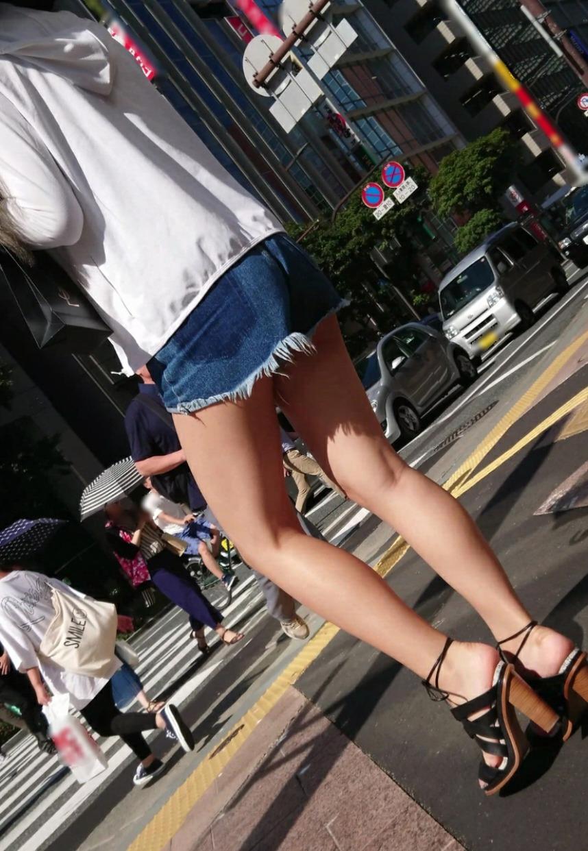 ホットパンツ_美脚_街中_セクシー_エロ画像_06