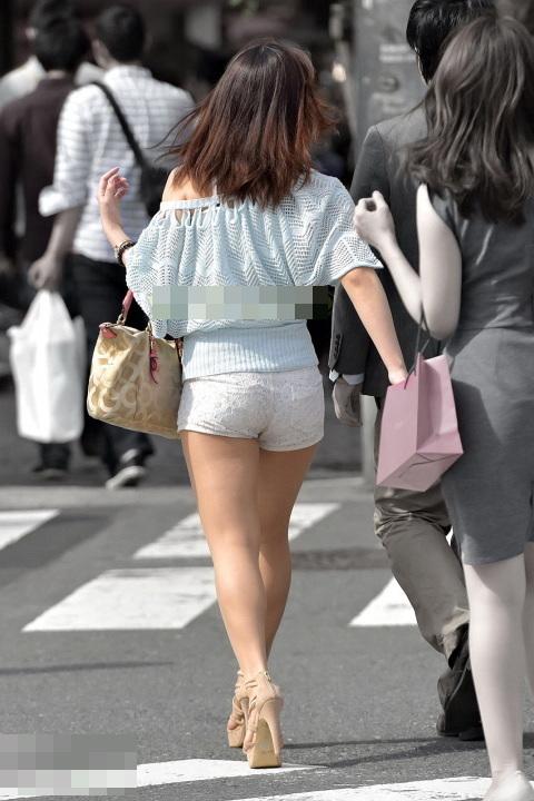 ホットパンツ_美脚_街中_セクシー_エロ画像_10