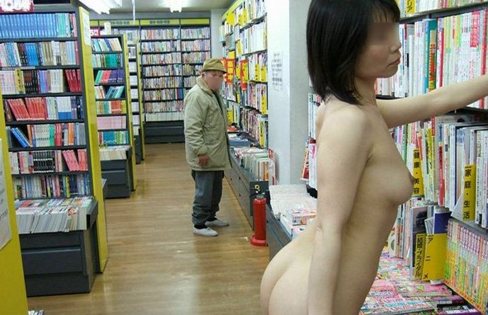 店内露出_素人_変態_女体_エロ画像_08