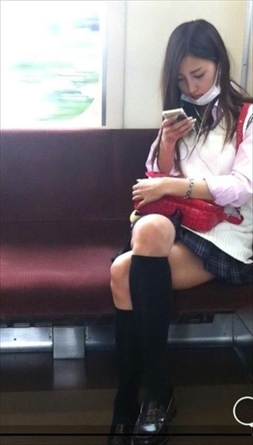 JK_電車_足組み_盗撮_盗撮エロ画像_09