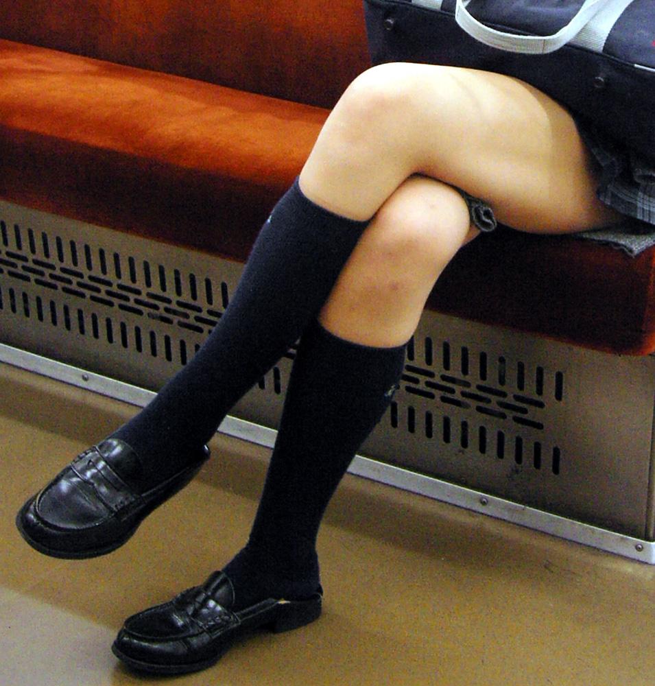 JK_電車_足組み_盗撮_盗撮エロ画像_16