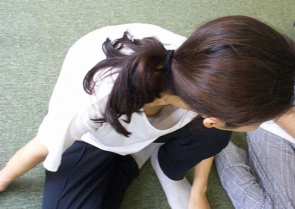 胸チラ_谷間_おっぱい_盗撮_エロ画像_06