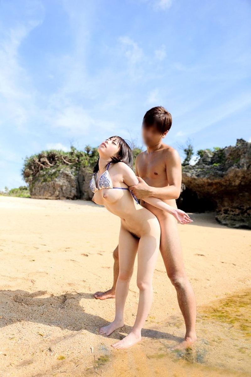 ビーチ_セックス_野外_青姦_エロ画像_13