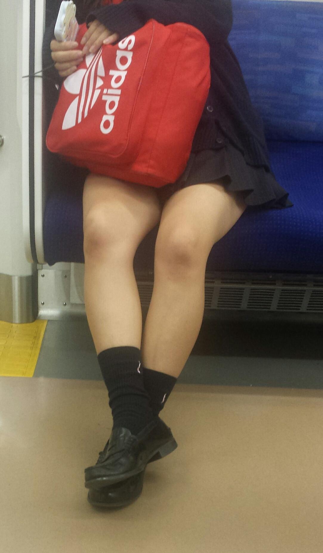パンチラ_電車内_JK_盗撮_エロ画像_16