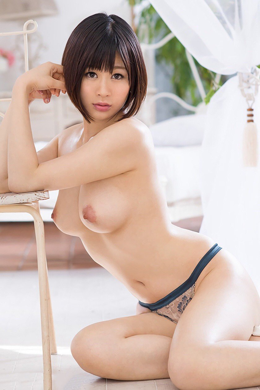 神乳_美乳_おっぱい_エロ画像_03