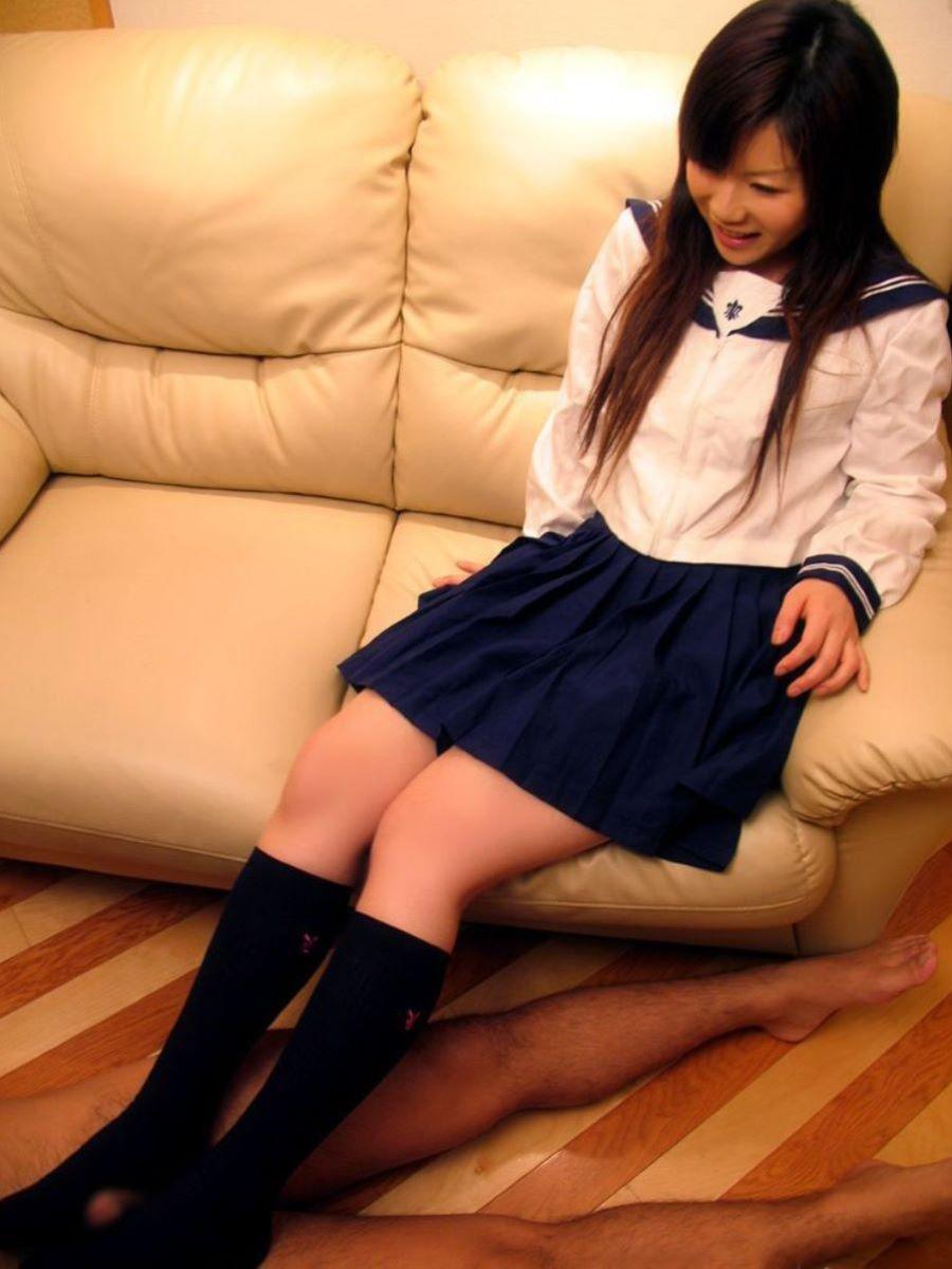 JK_制服_足コキ_エロ画像_12