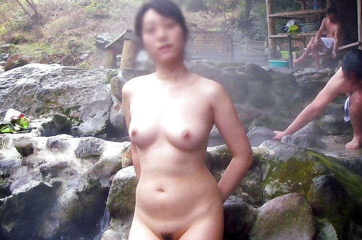 混浴温泉_風呂_露出_エロ画像_03