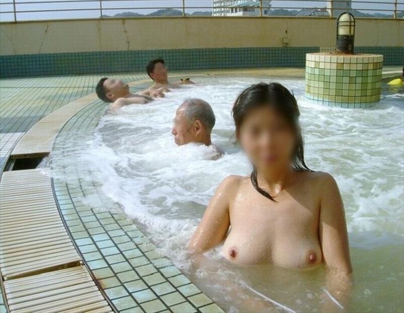 混浴温泉_風呂_露出_エロ画像_11