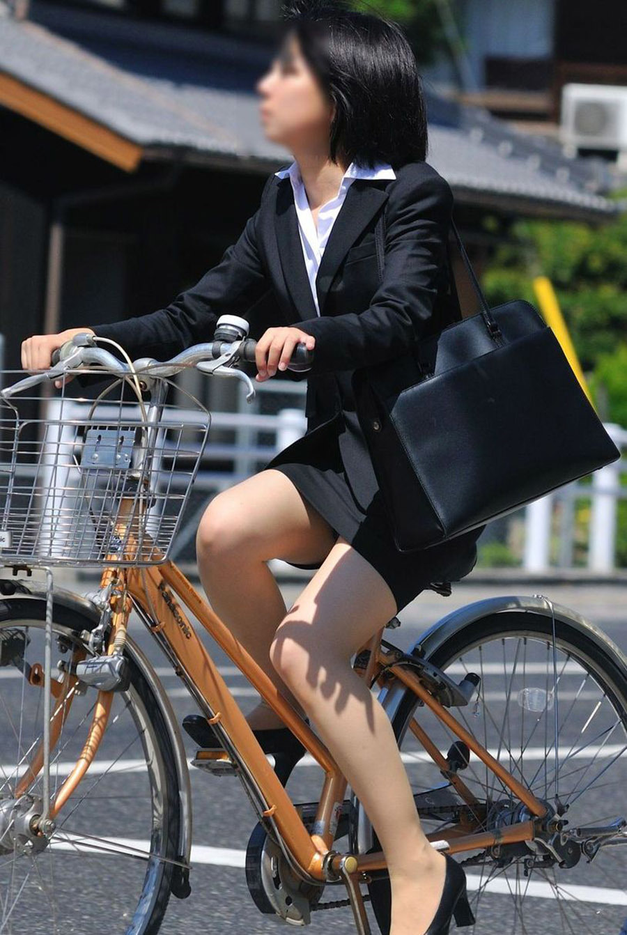 OL_自転車_タイトスカート_盗撮_エロ画像_03