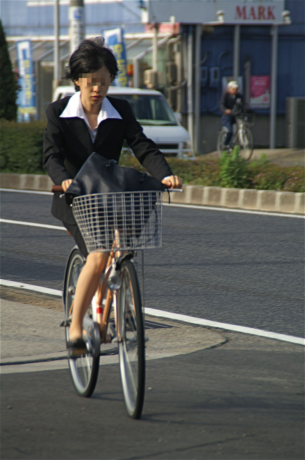 OL_自転車_タイトスカート_盗撮_エロ画像_04