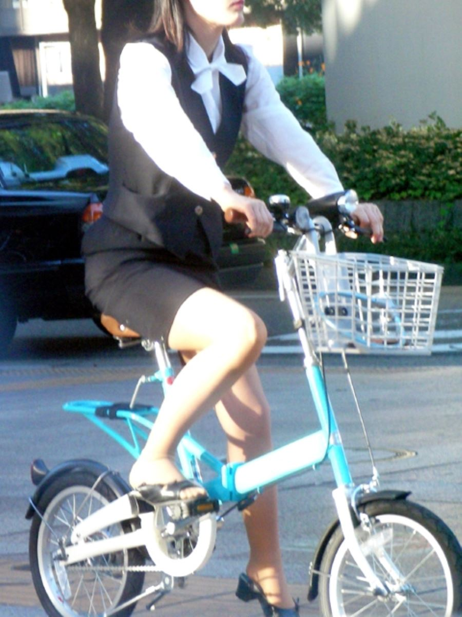 OL_自転車_タイトスカート_盗撮_エロ画像_05