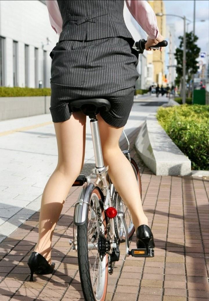 OL_自転車_タイトスカート_盗撮_エロ画像_06