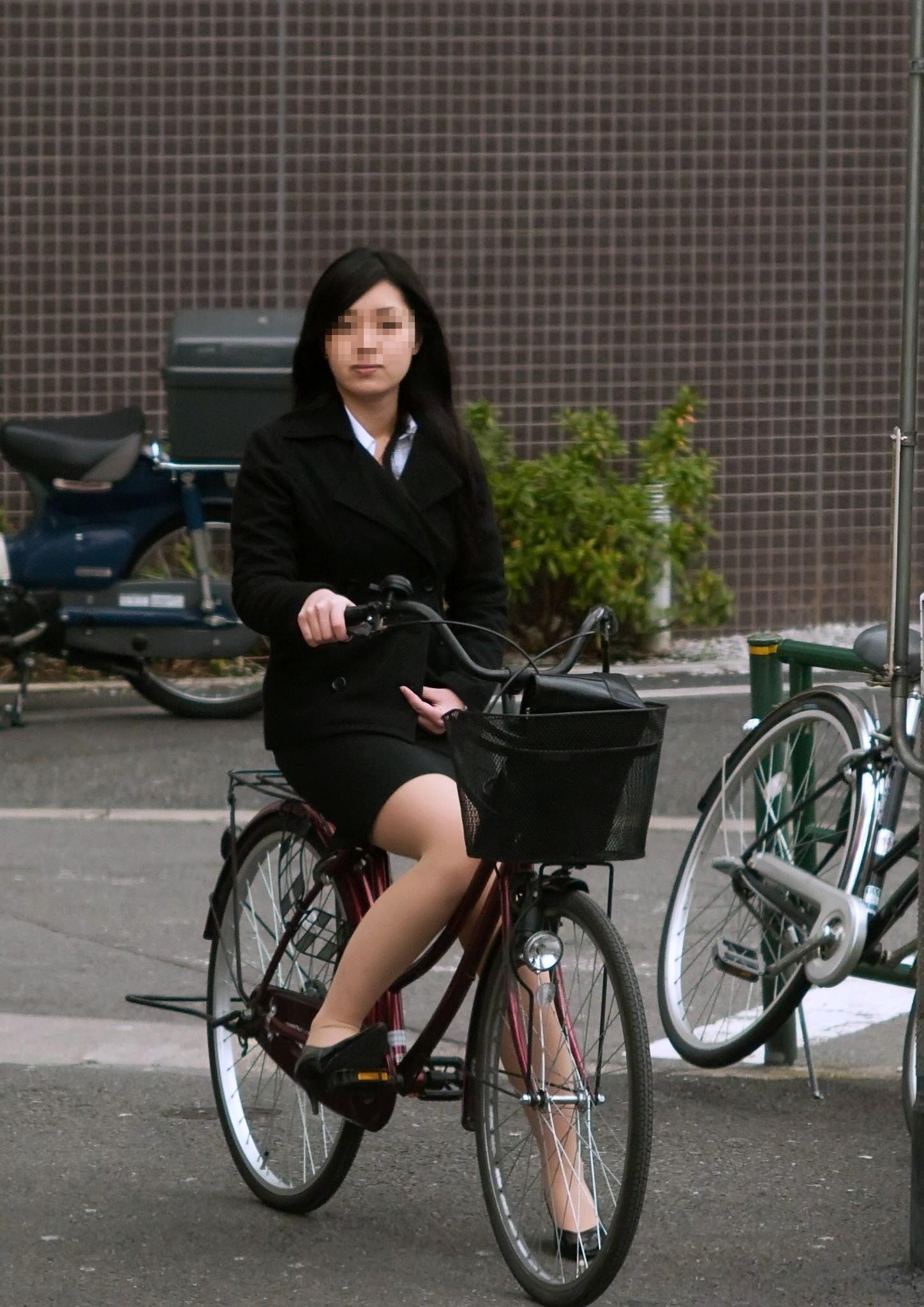 OL_自転車_タイトスカート_盗撮_エロ画像_11