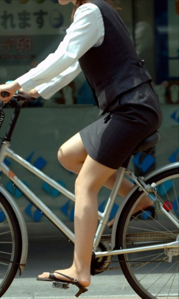 OL_自転車_タイトスカート_盗撮_エロ画像_13