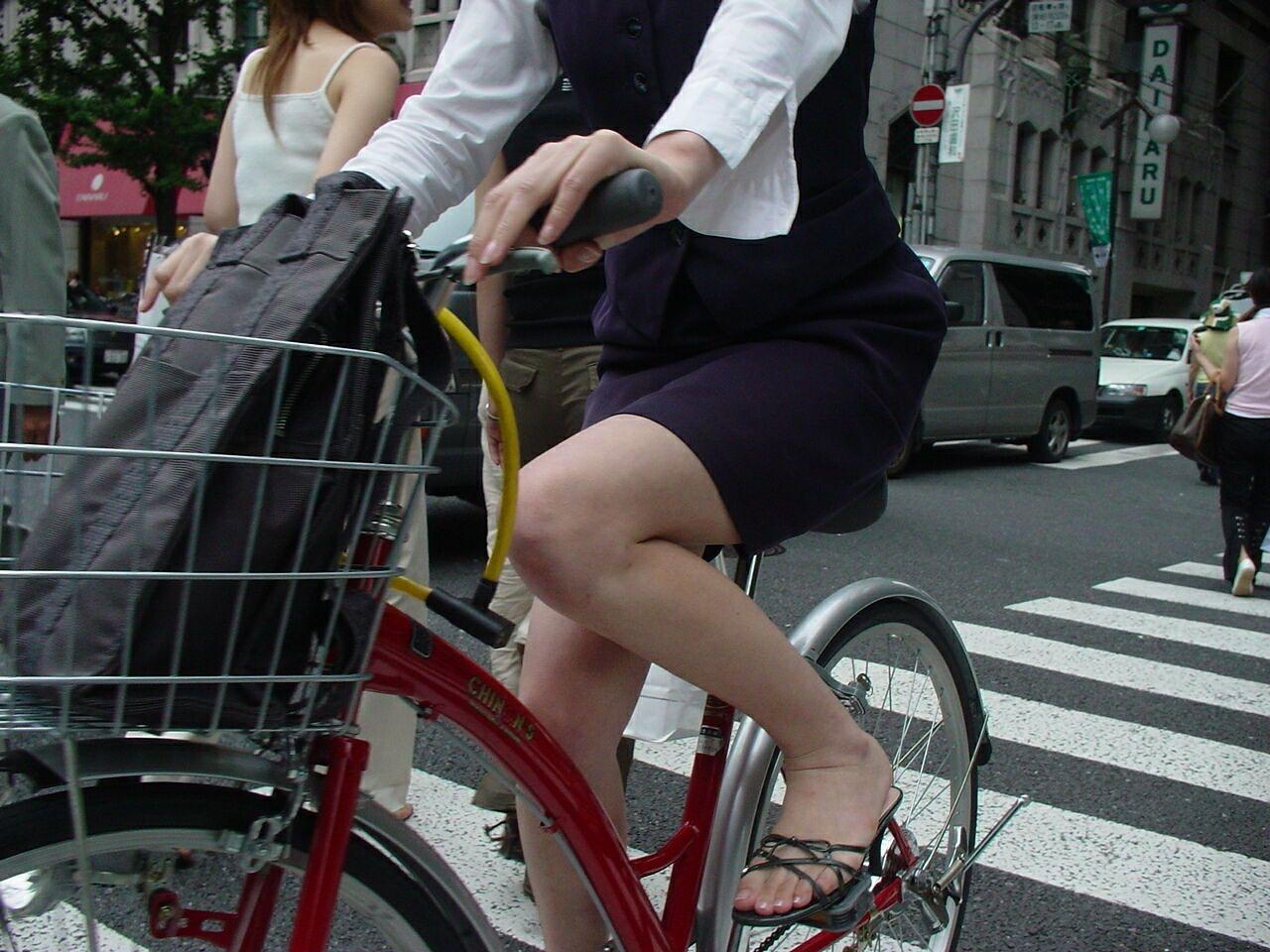 OL_自転車_タイトスカート_盗撮_エロ画像_17