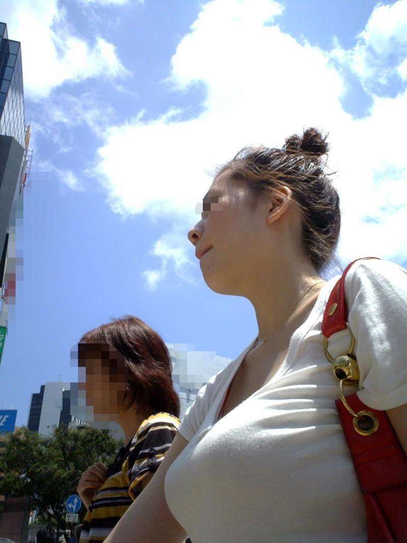 着衣巨乳_デカ乳_街撮り_エロ画像_16