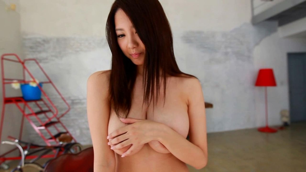 手ブラ_おっぱい_巨乳_エロ画像_01