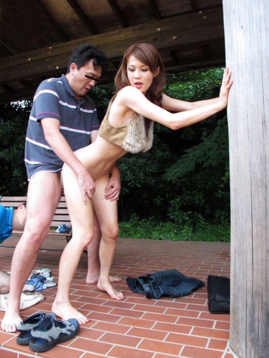 野外_青姦_セックス_エロ画像_05