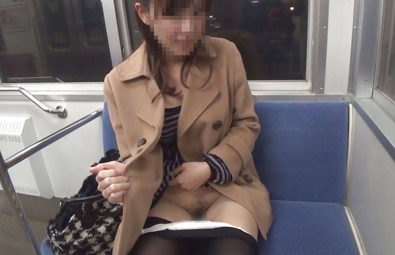 露出_電車内_変態_素人_エロ画像_04