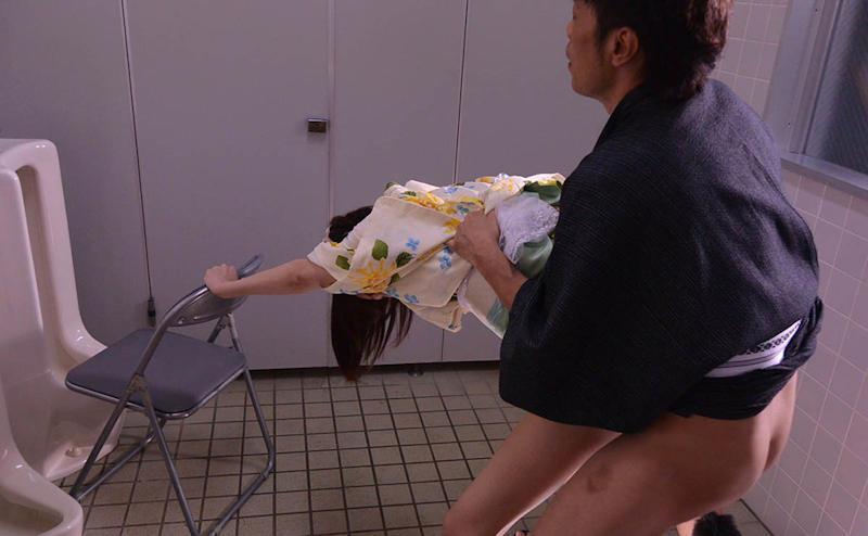 トイレ_セックス_公衆便所_エロ画像_16