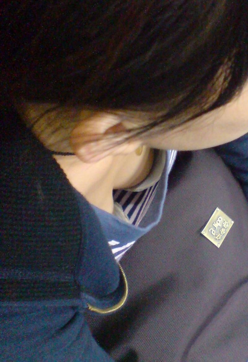 胸チラ_素人_谷間_盗撮_エロ画像_07